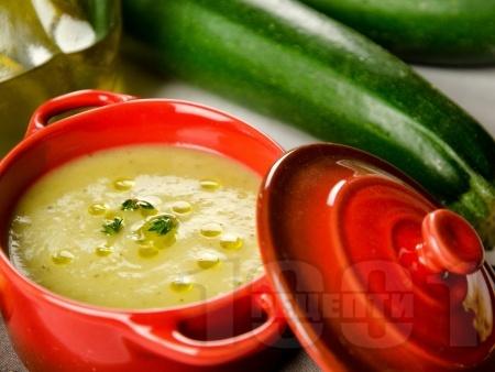 Крем супа от тиквички с моркови и лук - снимка на рецептата